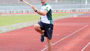 Atleta segue rotina diária de treino em busca do ranking olímpico