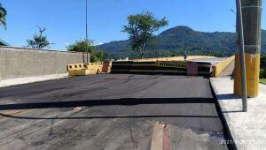 Ponte do Trabalhador segue interditada nesta segunda-feira, em Jaraguá