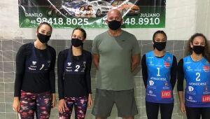 Meninas de vôlei de praia de Jaraguá retomam as competições oficiais e conquistam prata