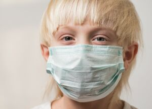 Uso de máscara pode causar orelhas de abano?