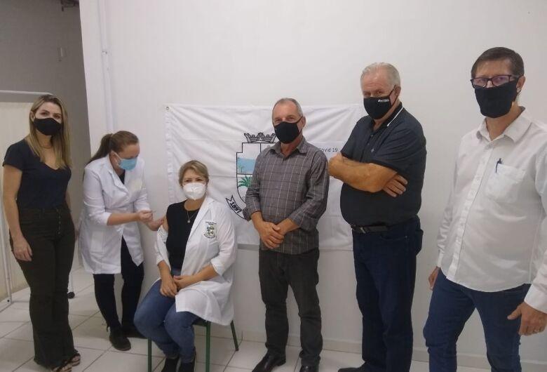 Enfermeira é a primeira a receber coronavac em Corupá