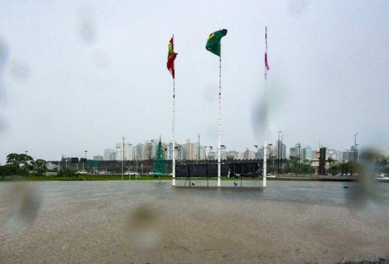Previsão indica chuva frequente e risco de temporal isolado em SC