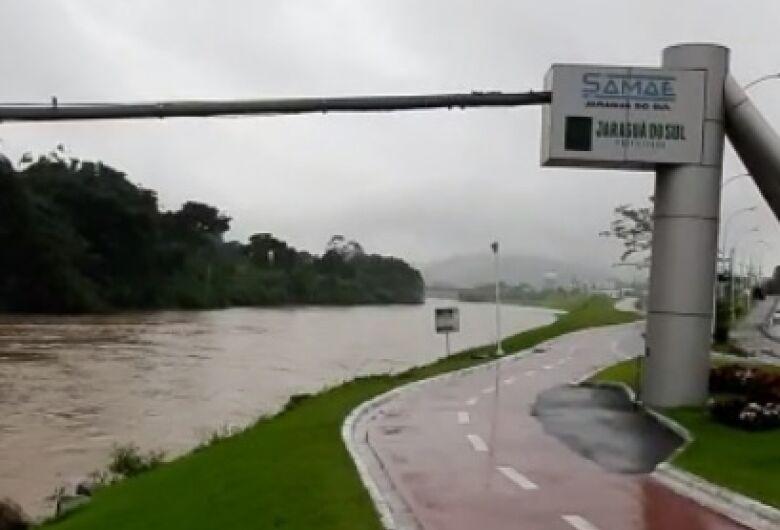 Chuva não dá trégua e deixa Santa Catarina em estado de atenção