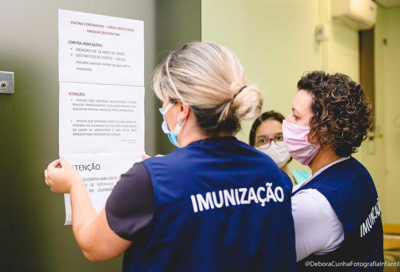 Profissionais do Hospital Jaraguá recebem vacina contra a Covid-19