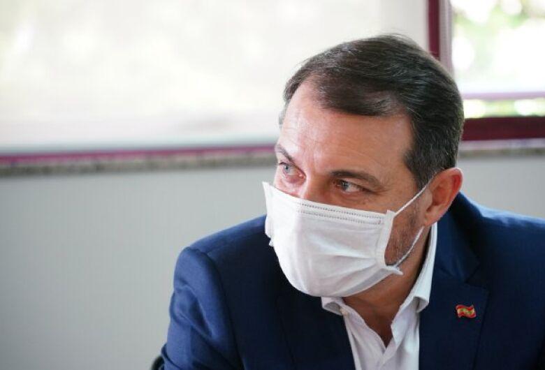 Vacinas serão enviadas as cidades 24 horas após chegarem em SC, afirma governador