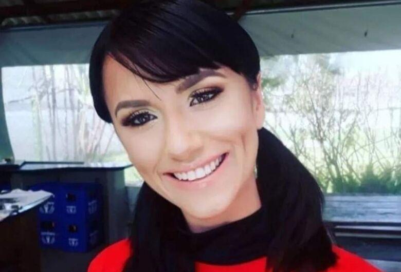 Professora morre após cair de costão enquanto tirava foto em Penha