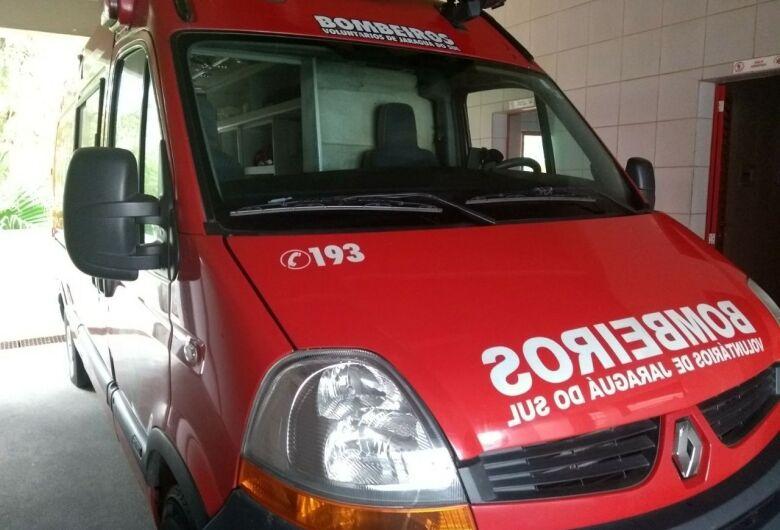 Trabalhador tem suspeita de fraturas após sofrer queda de altura em Jaraguá