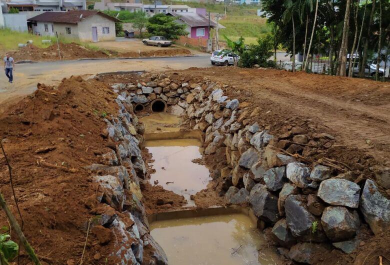 Prefeitura faz obra de prevenção na Barra