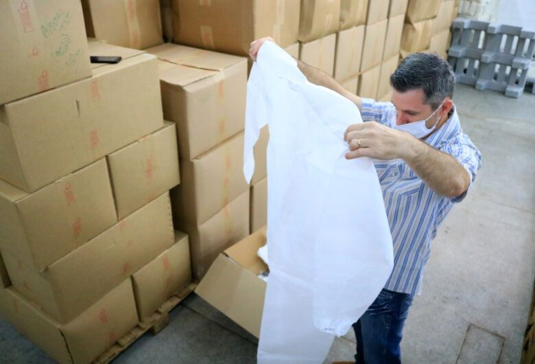 Almoxarifado da Prefeitura de Jaraguá distribui materiais indispensáveis durante pandemia