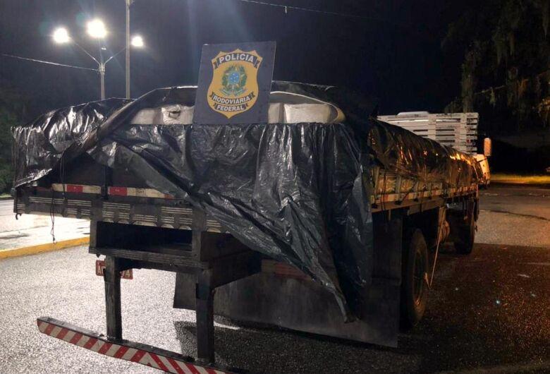 Polícia apreende carga de camarão contrabandeado na BR 101, em Garuva