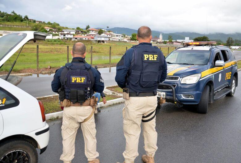 Homem condenado à prisão domiciliar no RS é preso na BR 282 em Palhoça