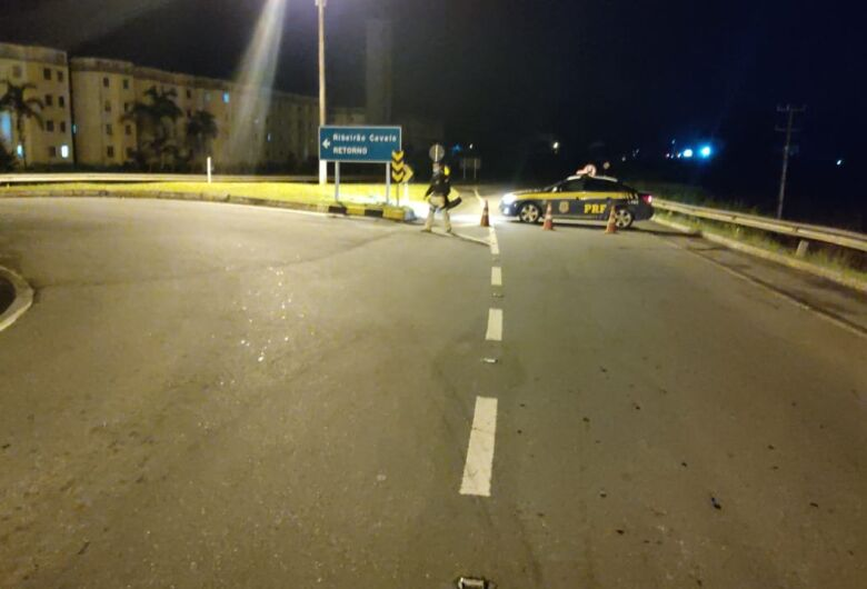 Parte de pista cede e BR 280 está interditada no km 74, em Jaraguá