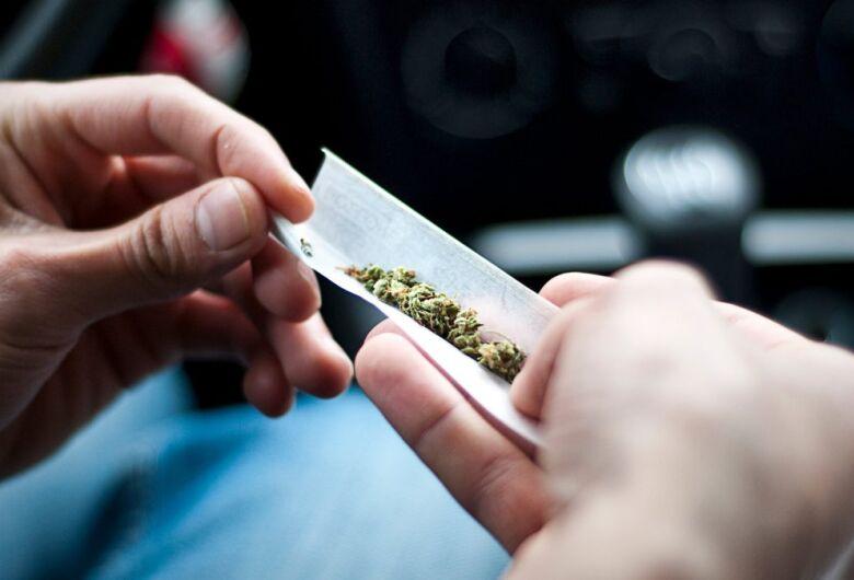 Jovem é detido por posse de drogas em Schroeder