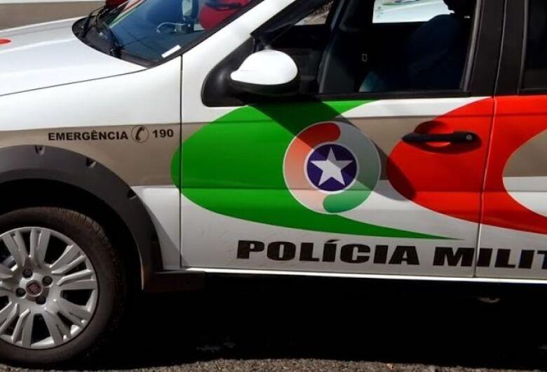 Após colidir carro em poste, motorista é preso por embriaguez em Jaraguá