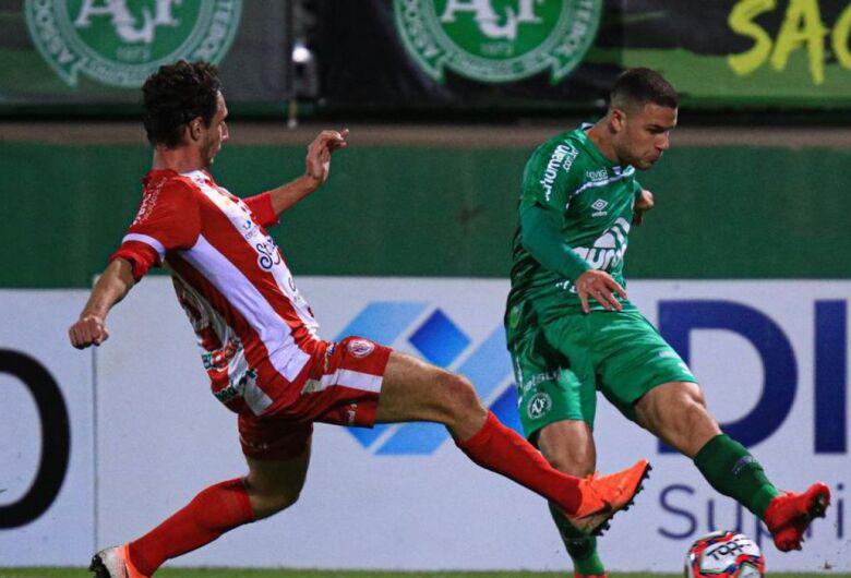 Denúncia de escalação irregular suspende duelo pelas semifinais em SC