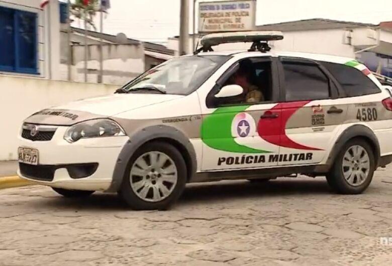 Foragido é preso após denúncia de tráfico de drogas em Jaraguá