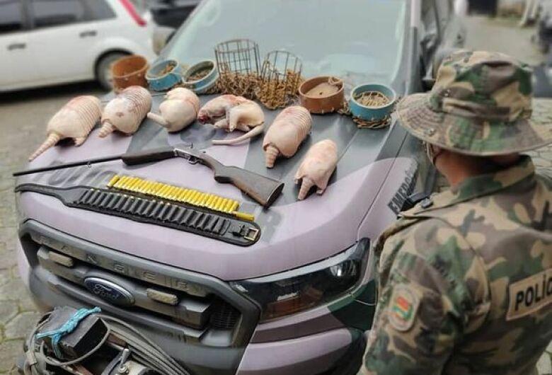 Caçador de tatus é preso em Jaraguá