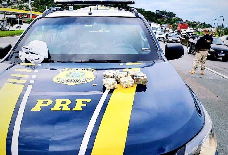Procurado por furto e não pagamento de pensão  é preso na BR 101 em Biguaçu