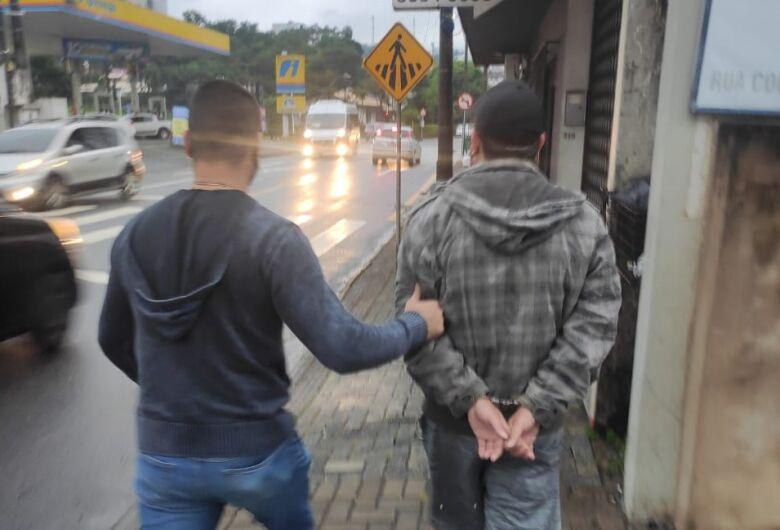 Foragido com mais de 100 B.O.s é preso em Jaraguá do Sul