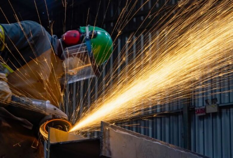 Indústria catarinense cresce 36,5% em março, maior alta do país