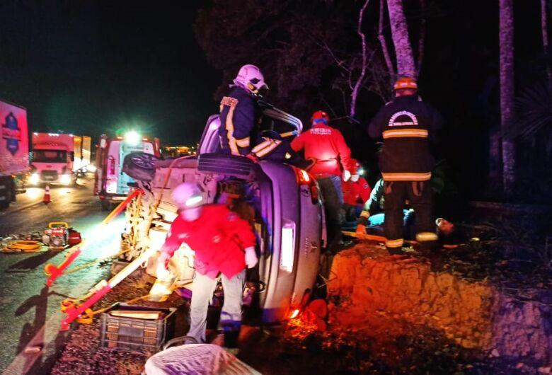 Mulher é resgatada após capotamento na BR-280, em Guaramirim