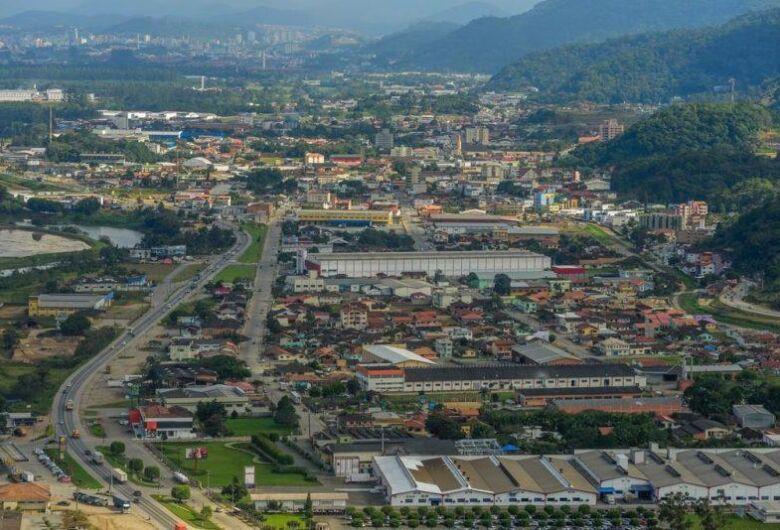 Justiça entrega 25 títulos de propriedade a moradores de Guaramirim
