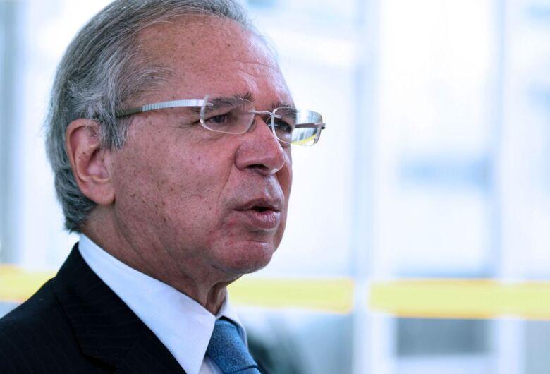 Governo deve anunciar prorrogação do auxílio nesta semana, diz Guedes