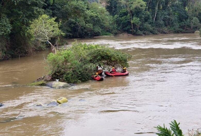 Homem desaparece em rio após tentar resgatar pato de estimação em SC