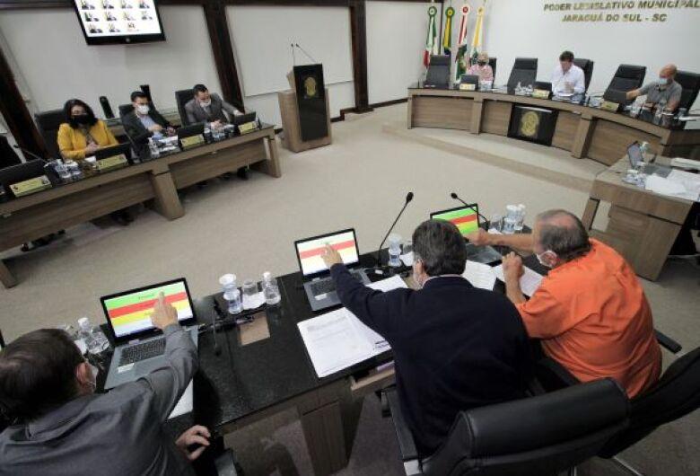 Sessões da Câmara de Jaraguá têm horário alterado e ocorrem pela manhã