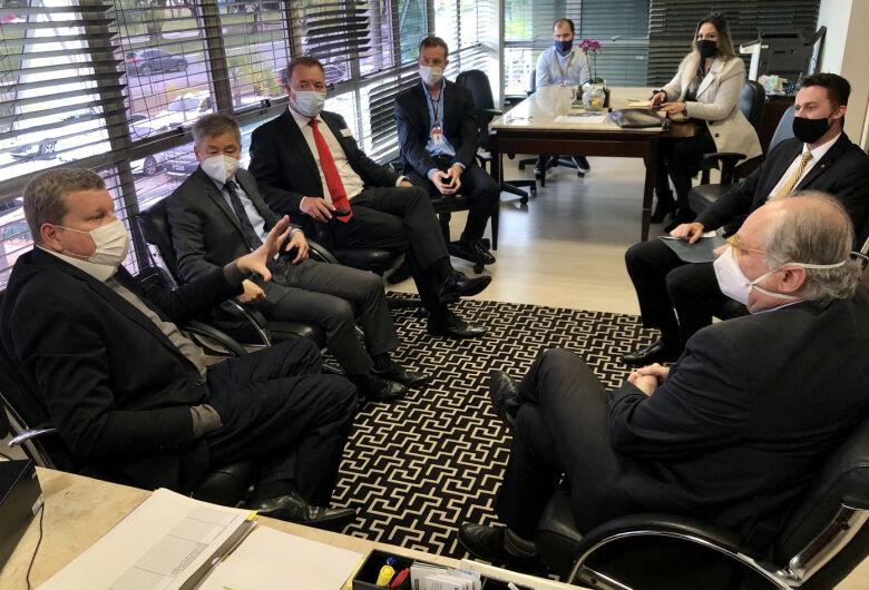 Secretário e deputados discutem aperfeiçoamento do Prodec