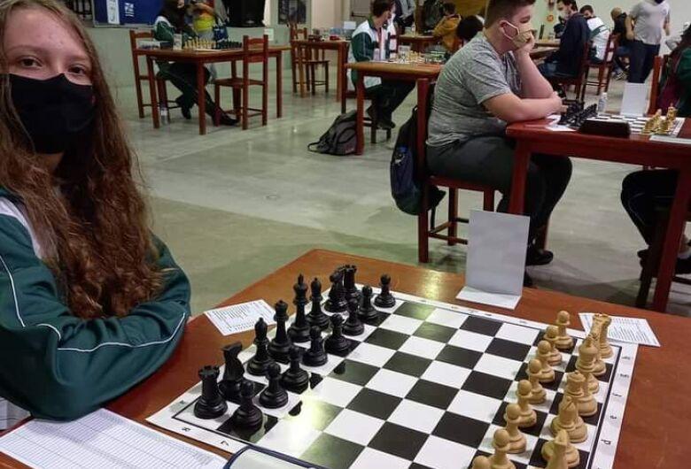 Delegação de xadrez conquista medalhas e troféus em Timbó