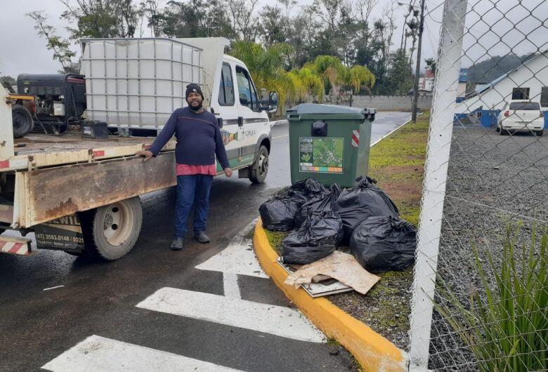 Prefeitura de Corupá realiza recolhimento de lixo às margens da Roberto Seidel