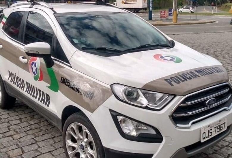 Dupla é presa por estelionato contra cliente de banco em Jaraguá
