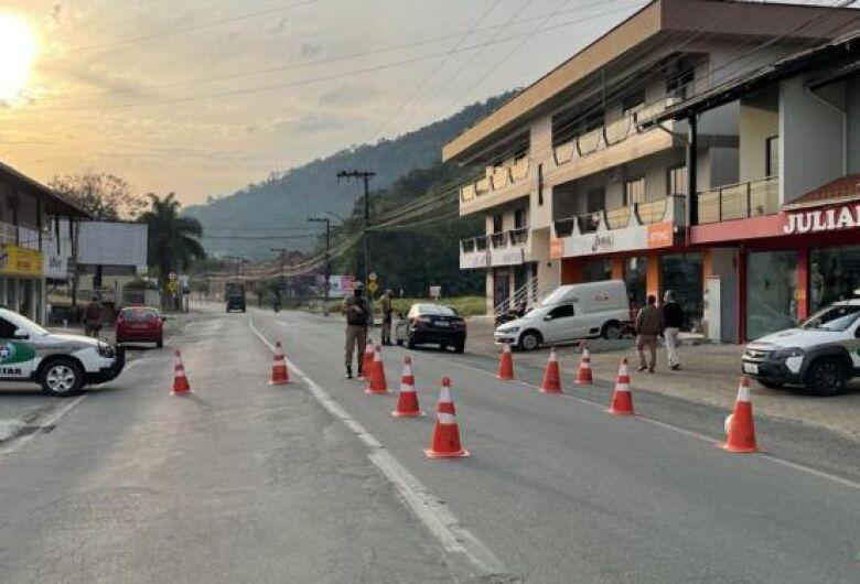 """Mais de 80 carros são removidos ao pátio na operação """"Documento Legal"""" na região"""