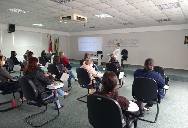 Educadores dos Centros de Educação Infantil de Guaramirimparticipam de formação