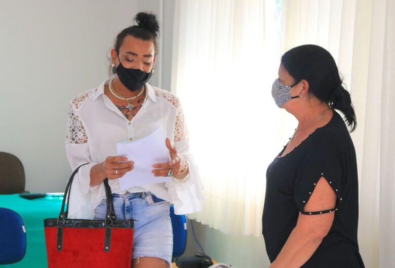 Moradora de Jaraguá trans consegue registro do nome social