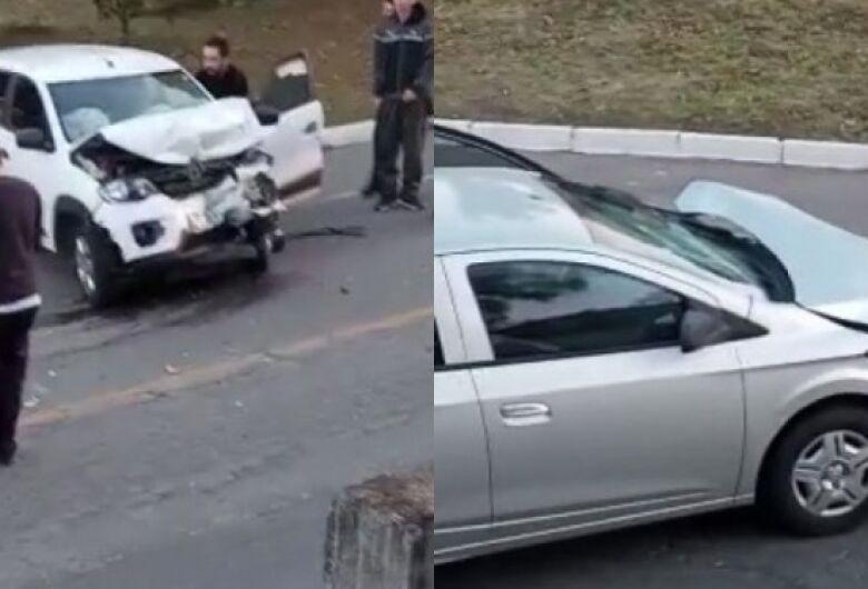 Acidente entre carros deixa dois feridos em Jaraguá do Sul