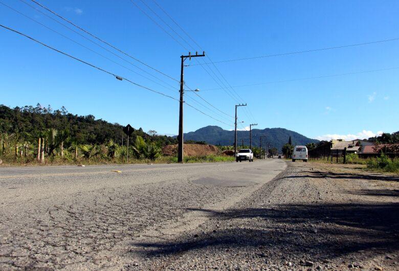 Governo do Estado vai destinar recursos para recuperação da rua Carlos Oechsler