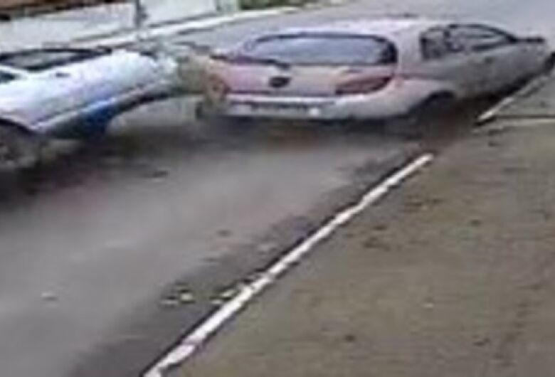 Vídeo flagra momento em que carro capota em Jaraguá do Sul