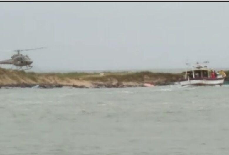 Homem morre afogado após barco virar em Balneário Barra do Sul
