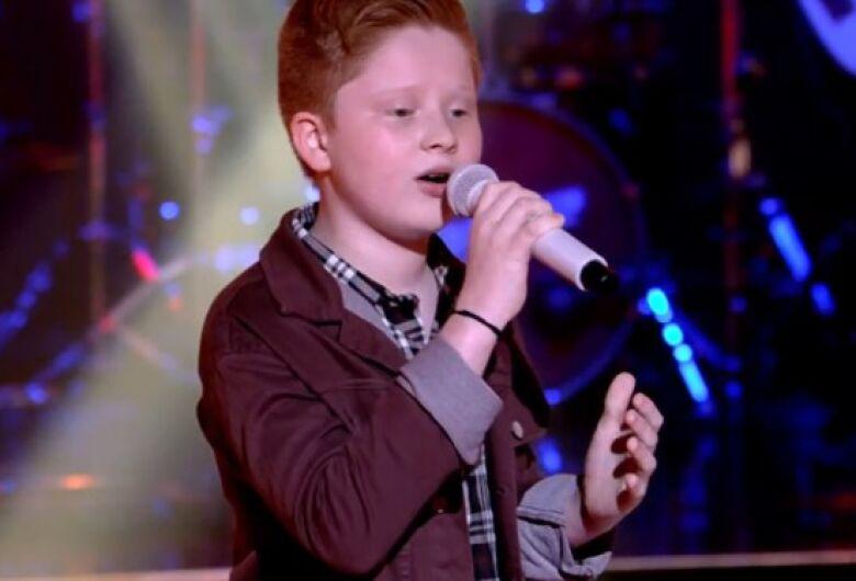 Gustavo Bardim se apresenta na semifinal do The Voice Kids neste domingo