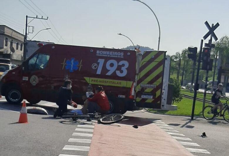 Ciclista fica ferido após acidente em Jaraguá do Sul