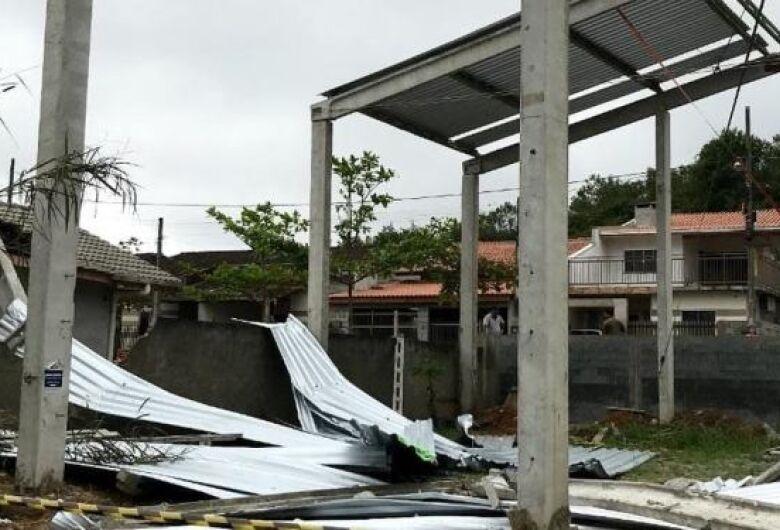 Construção desaba e trabalhadores ficam gravemente feridos em Guaramirim