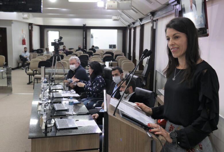 Atleta olímpica Simone Ponte Ferraz recebe moção de aplauso na Câmara de Jaraguá