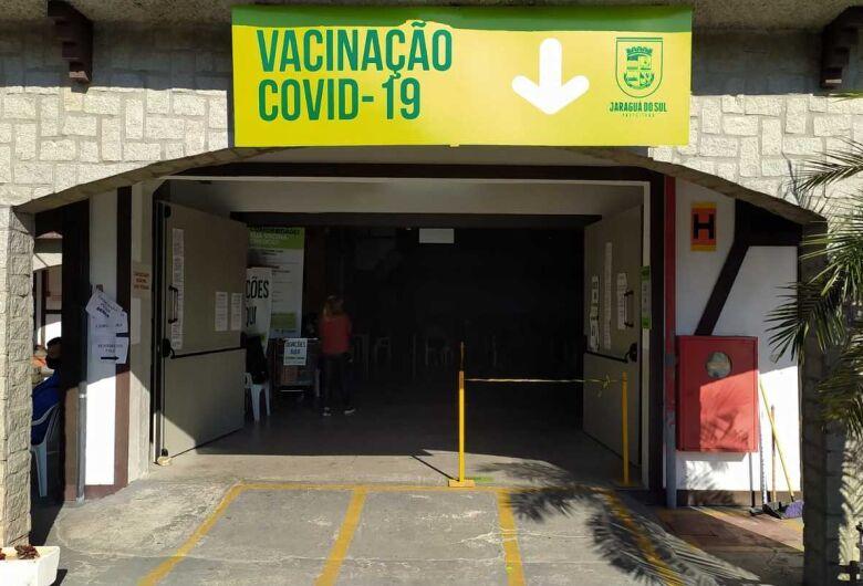 Central de Vacinas Covid de Jaraguá atenderá até as 14h na quarta-feira