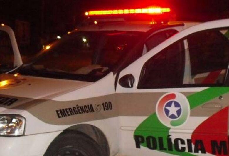 Homem discute com mulher e é detido por posse irregular de arma de fogo em Jaraguá