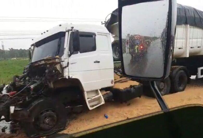(Vídeo) Acidente em Araquari causa lentidão no trânsito na BR-280