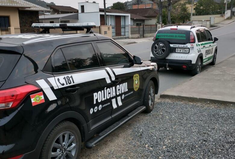 Polícia de Joinville apreende material durante operação contra pornografia infantil