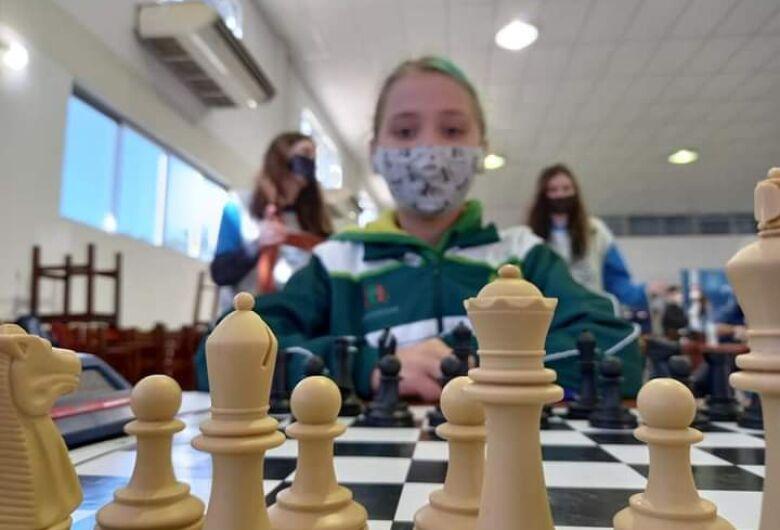 Delegação de xadrez de Jaraguá é destaque do Circuito dos Reis