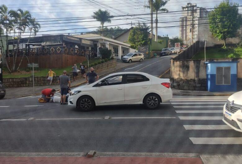 Idosa é atropelada em Jaraguá do Sul